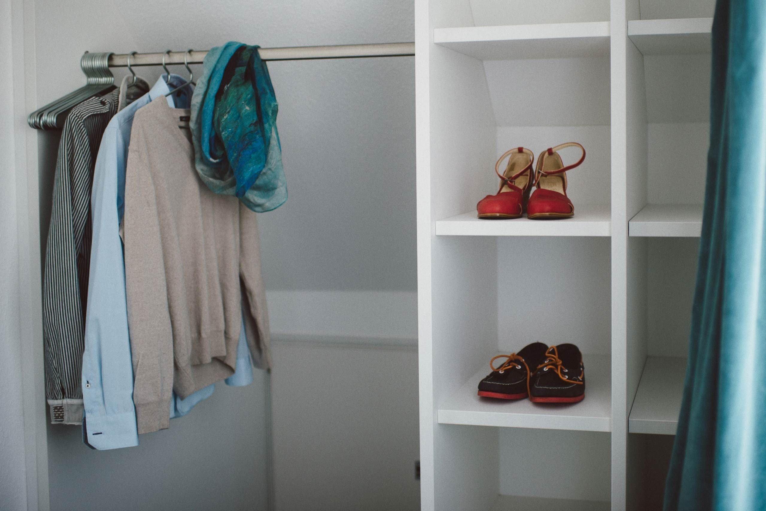 XL Zimmer: Garderobe in einer Juniorsuite im meerzeit Hotel in Cuxhaven
